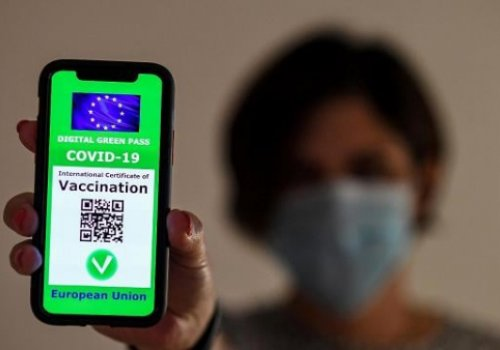 Da venerdì 6 agosto in vigore l'ordinanza sul green pass. I servizi di cura alla persona hanno obbligo di FFp2 (clienti e personale), chi ha il certificato verde può usare la chirurgica