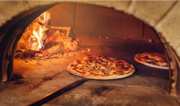 L'incredibile forza della pizza. L'Italia ne sforna due miliardi l'anno