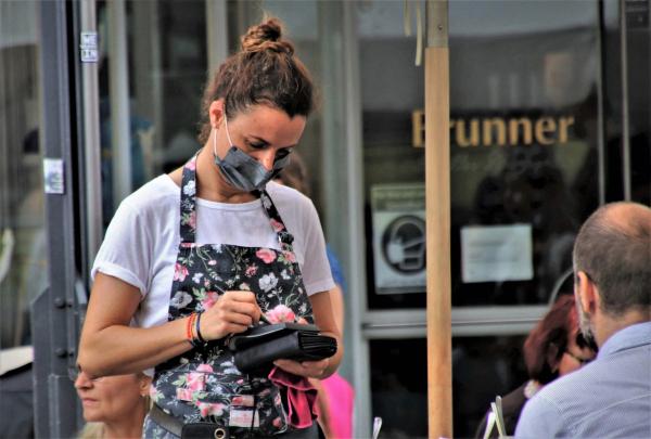Covid-19: nuova ordinanza, limiti per la ristorazione all'aperto